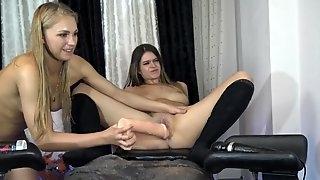 Lesbians Girls Plays Huge Dildos on Webcam