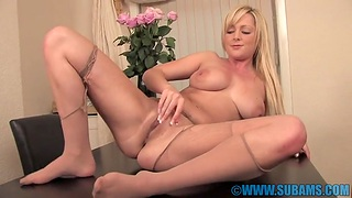 Blonde chick Jessica Foxx moans while playing just about her wet cunt