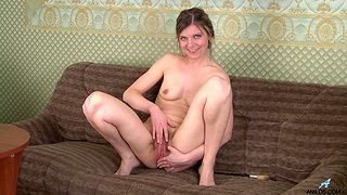 Skinny cougar Agatha drops her dress to finger her hairy snatch