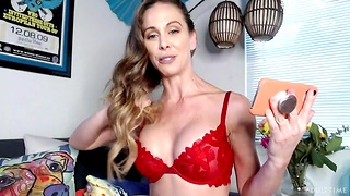 Webcam cougar pornstar Cherie Deville is bringing off with her pussy increased by vibrator